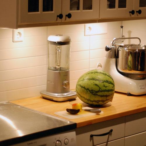 Kok Belysning Under Skap : bonkbelysning kok med eluttag  Belysning i kok ledestrip alu hide
