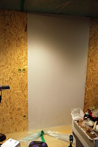 fästa gipsskiva på vägg