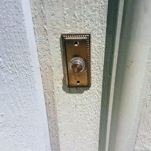 Tryckknapp dörrklocka