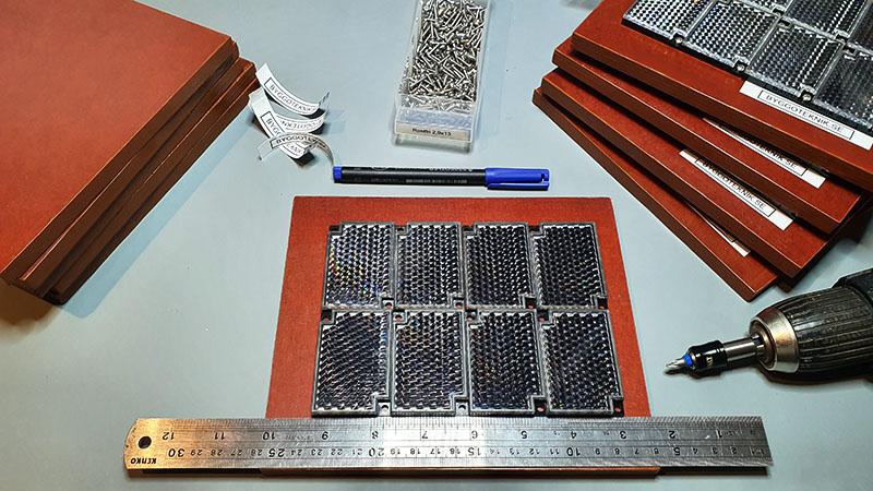 Serietillverkning reflexplattor